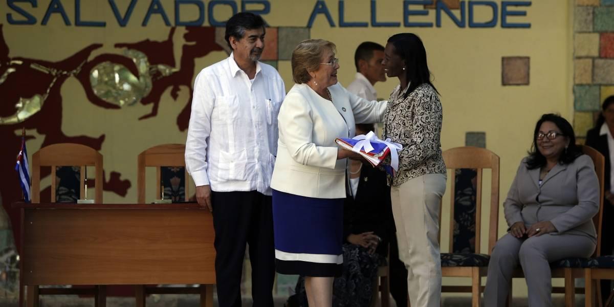 Bachelet visitó escuela Salvador Allende en La Habana