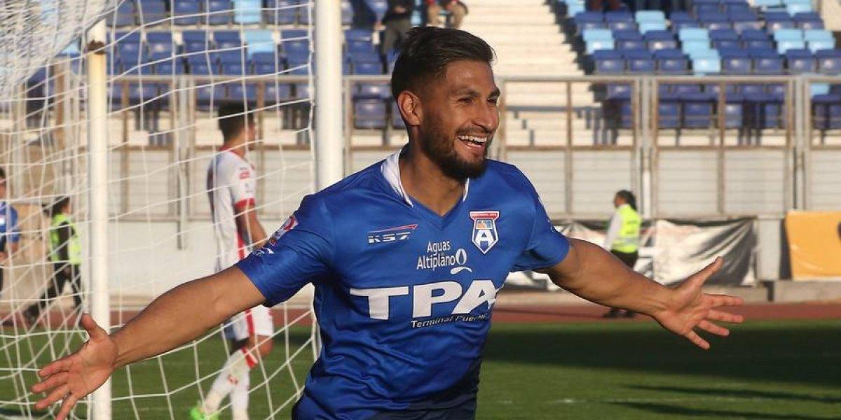 """""""Un atacante completo"""": delantero chileno se """"ofrece"""" a los clubes por redes sociales"""