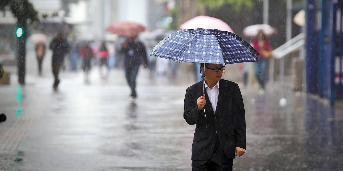 São Paulo amanhece com chuva, mas previsão é de melhoria à tarde