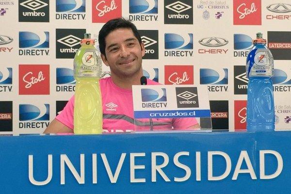 Álvarez se tomó con humor su similitud de edad con Beñat San José / Foto: cruzados.cl