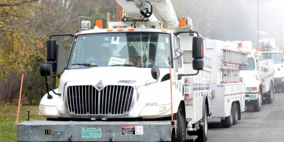 Llegan a la isla brigadas de Florida para restablecer servicio eléctrico