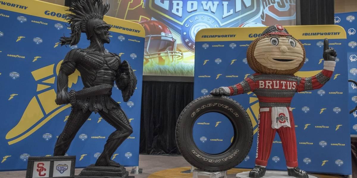 Con estatuas de las mascotas de caucho, Goodyear celebra el fútbol americano universitario