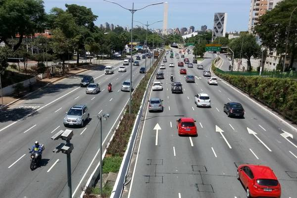 Trânsito carros IPVA