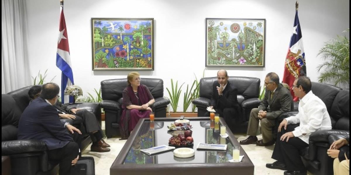 Polémica visita a Cuba: Presidenta Bachelet se reúne este lunes con Raúl Castro