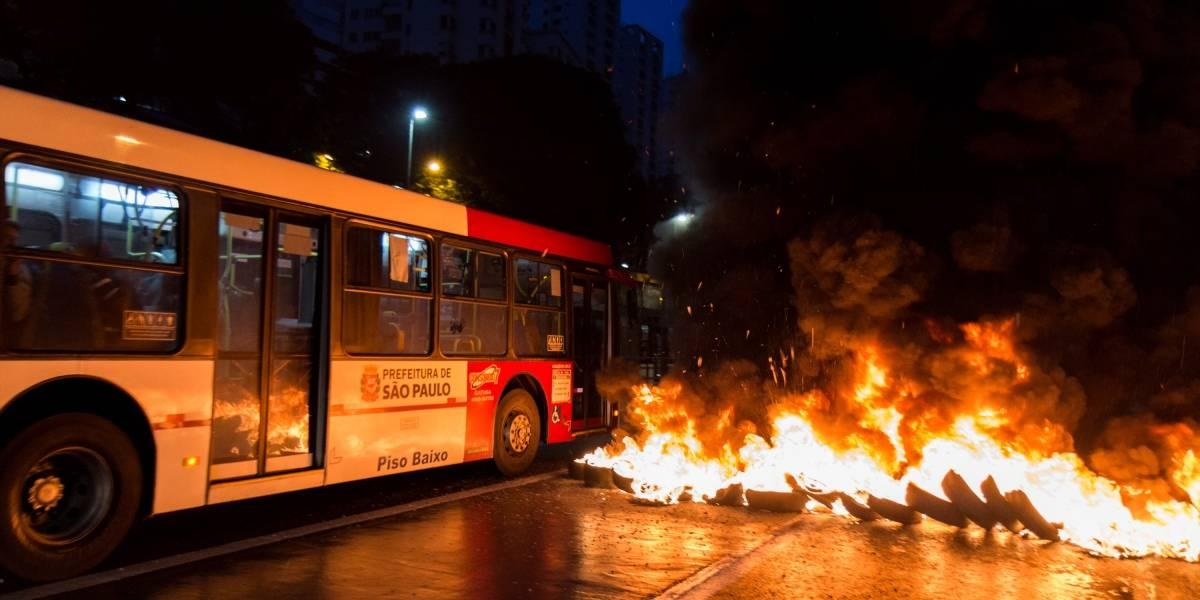 São Paulo amanhece com protestos contra aumento da tarifa no transporte