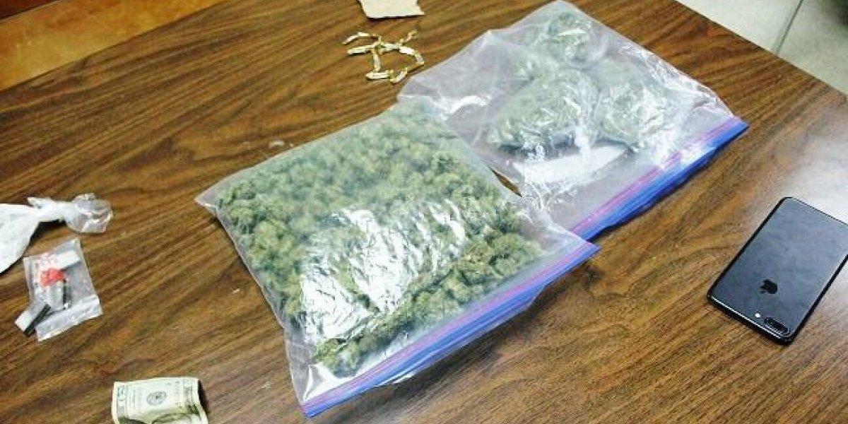 Intervienen con conductor que hablaba por celular y hallan 10 libras de marihuana