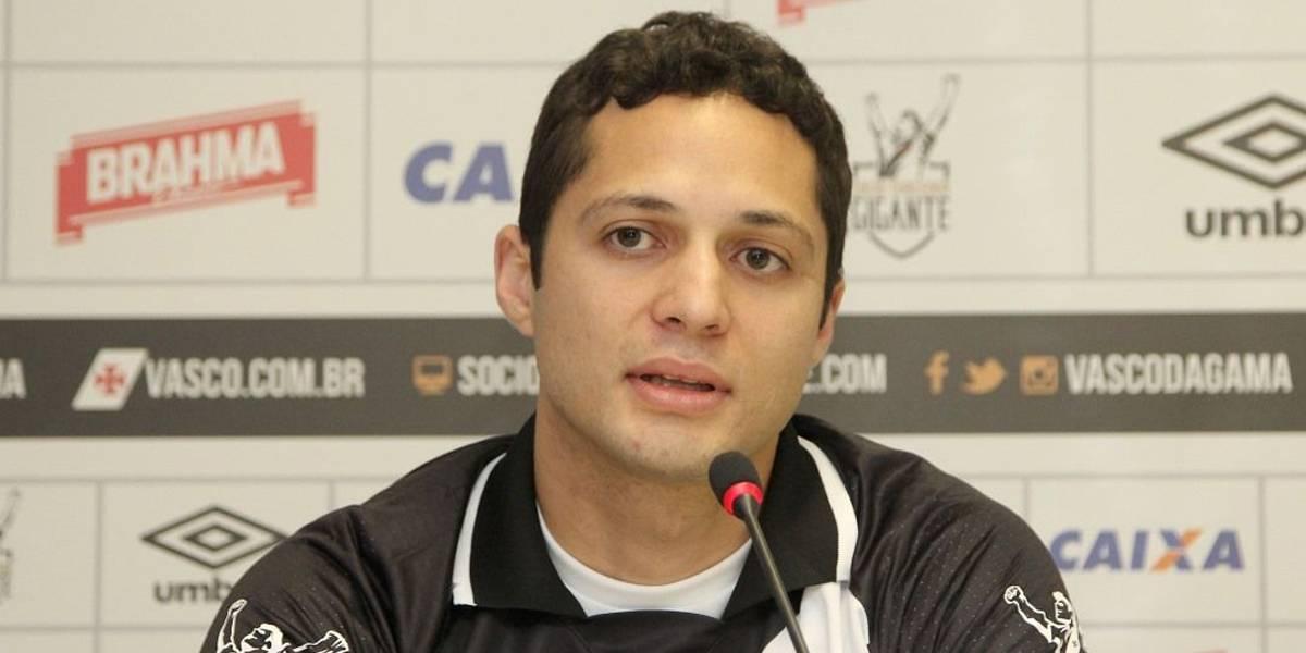 São Paulo acerta com zagueiro Anderson Martins, que estava no Vasco