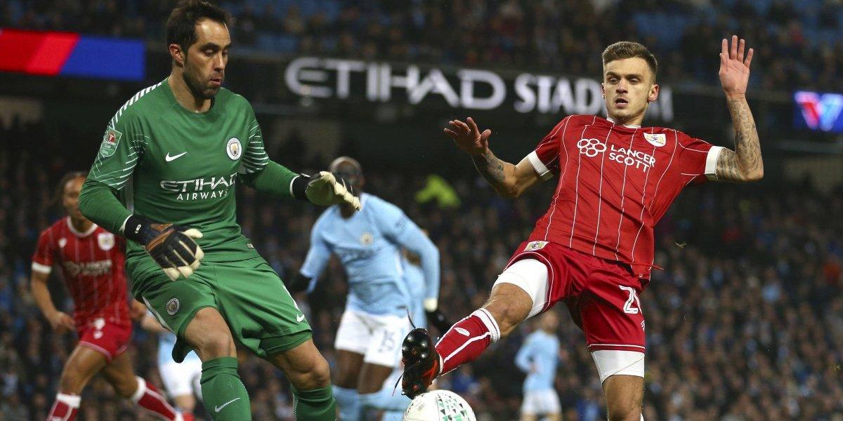 El juego de pies de Claudio Bravo fue vital en un Manchester City que no se cansa de ganar