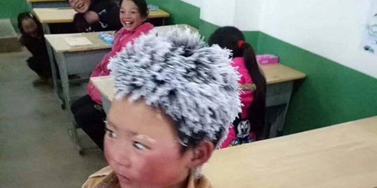 Menino caminha mais de 4 km até escola e chega com os cabelos congelados; entenda