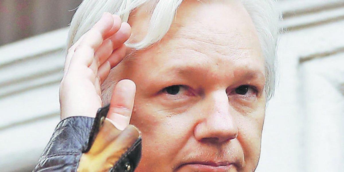 Ecuador estudia mediación para resolver asilo de Julian Assange