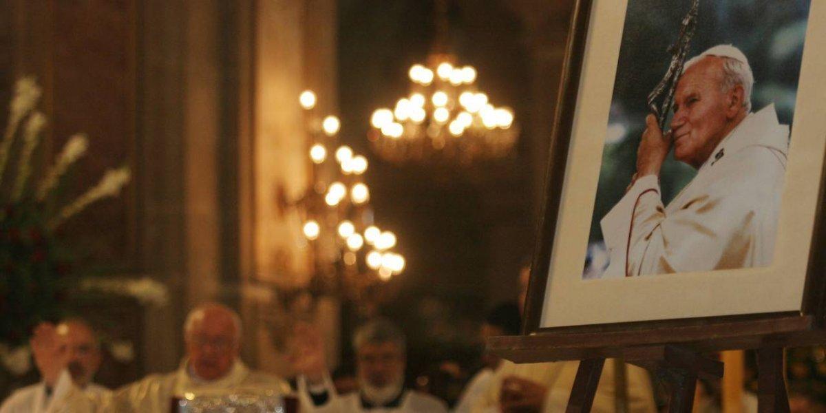 El abismo histórico entre el Chile que recibe a Francisco y el que despidió a Juan Pablo II