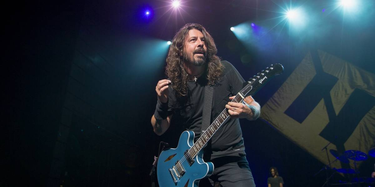 Foo Fighters e Queens of the Stone Age começam turnê pelo País