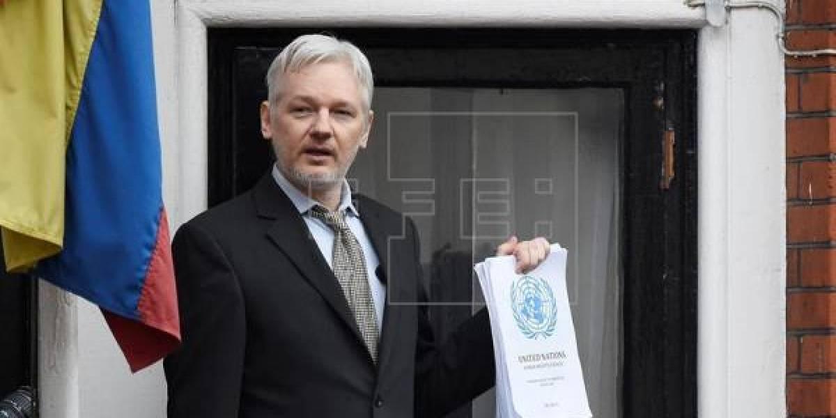 """Ecuador estudia posible """"mediación"""" para resolver situación de Assange"""