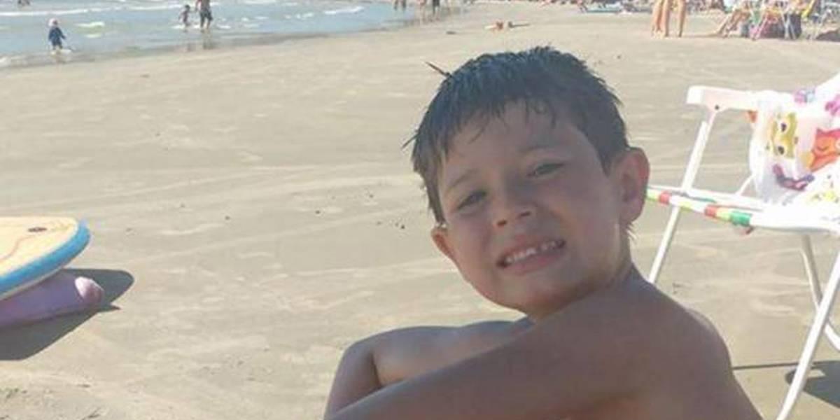Menino de 7 anos morre após explosão de foguete em praia de Santa Catarina