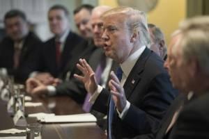Donald Trump con legisladores en la Casa Blanca