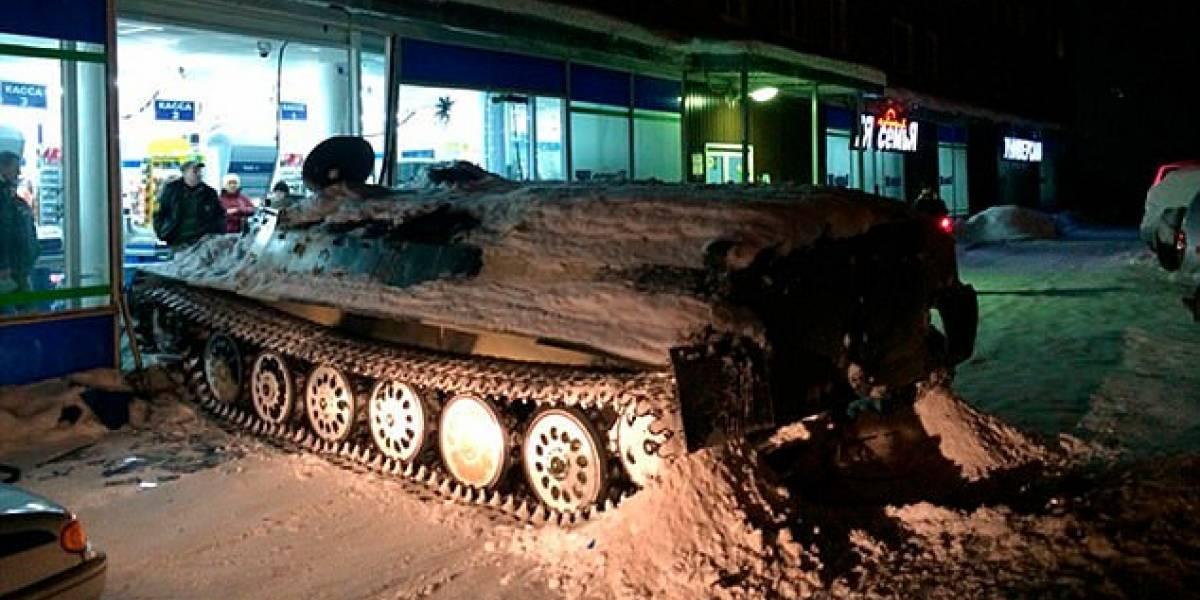 La borrachera más épica de la historia: ruso que se tomó hasta el aire se roba un tanque soviético y asalta supermercado sólo para robarse un vino