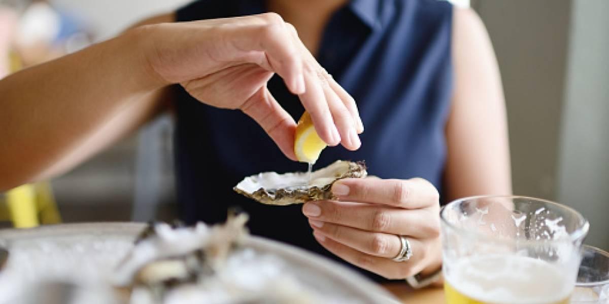 Bacteria come carne mató a mujer tras comer ostras crudas