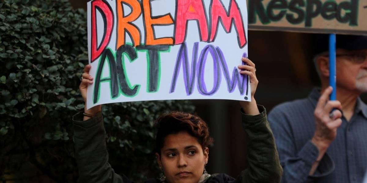 Juez bloquea la decisión de Trump de terminar el programa DACA que protege de la deportación a cientos de miles de jóvenes indocumentados en Estados Unidos