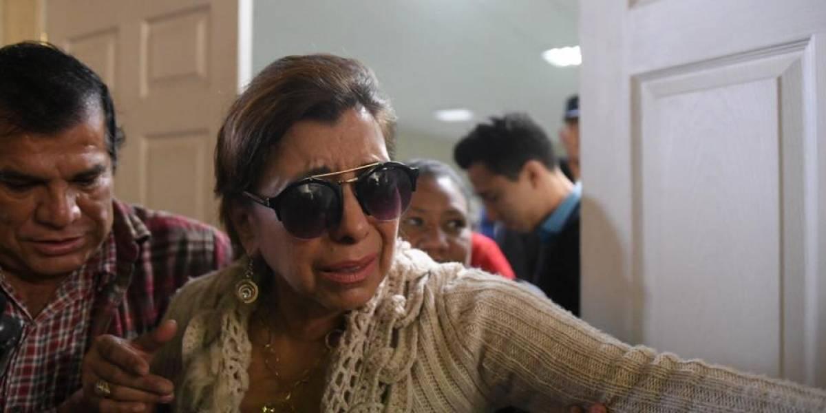 """VIDEO. Entre lágrimas, Anabella de León indica que """"no sabe"""" si podrá pagar la fianza"""