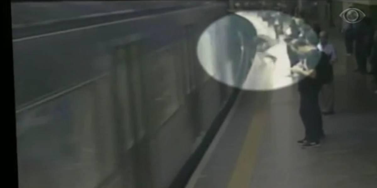 Imagens fortes: Mulher é empurrada em trilho do Metrô de SP e sobrevive