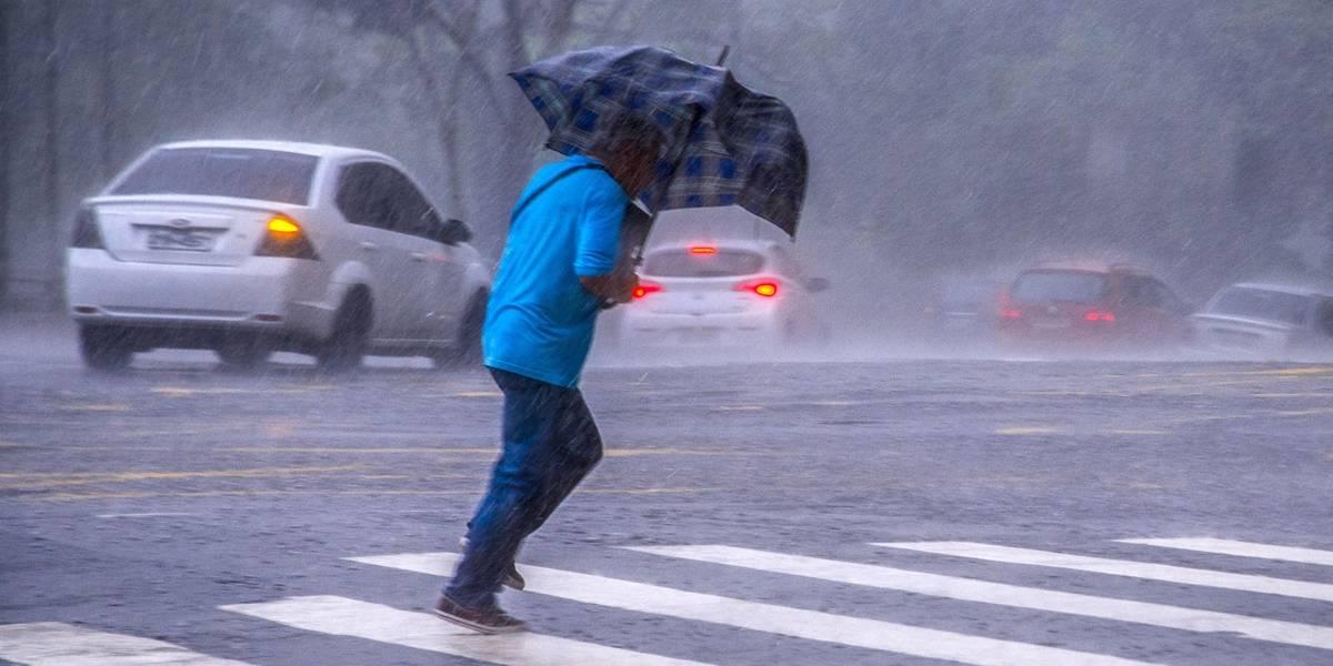 Chuva intensa provoca transtornos na zona Sul de São Paulo