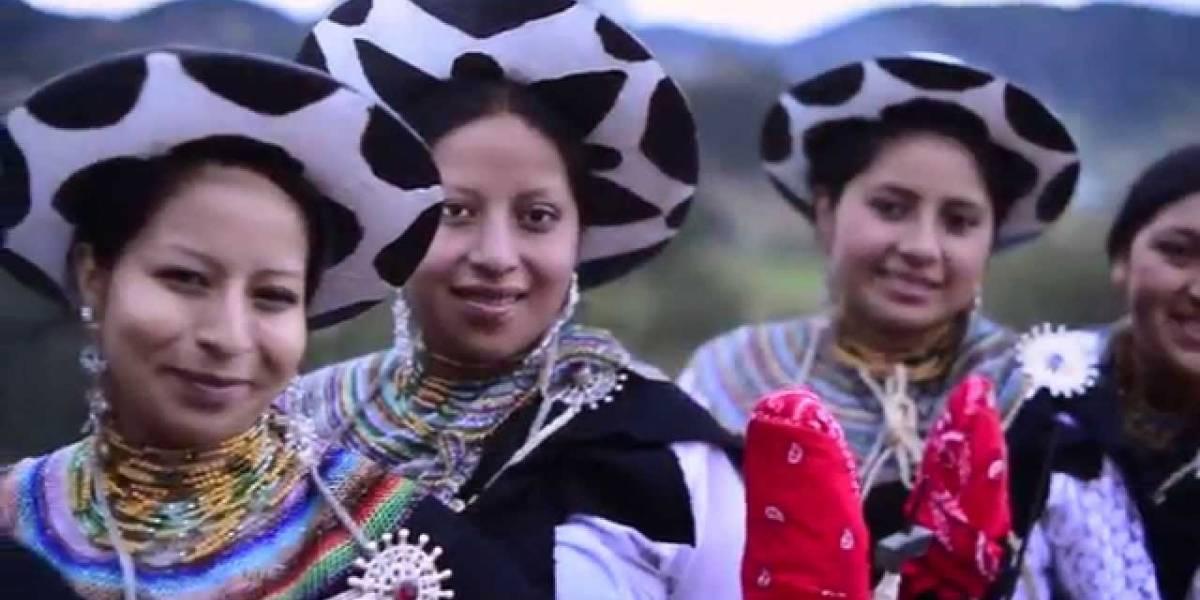 La elegancia ancestral del saraguro se acopla a la modernidad en Ecuador