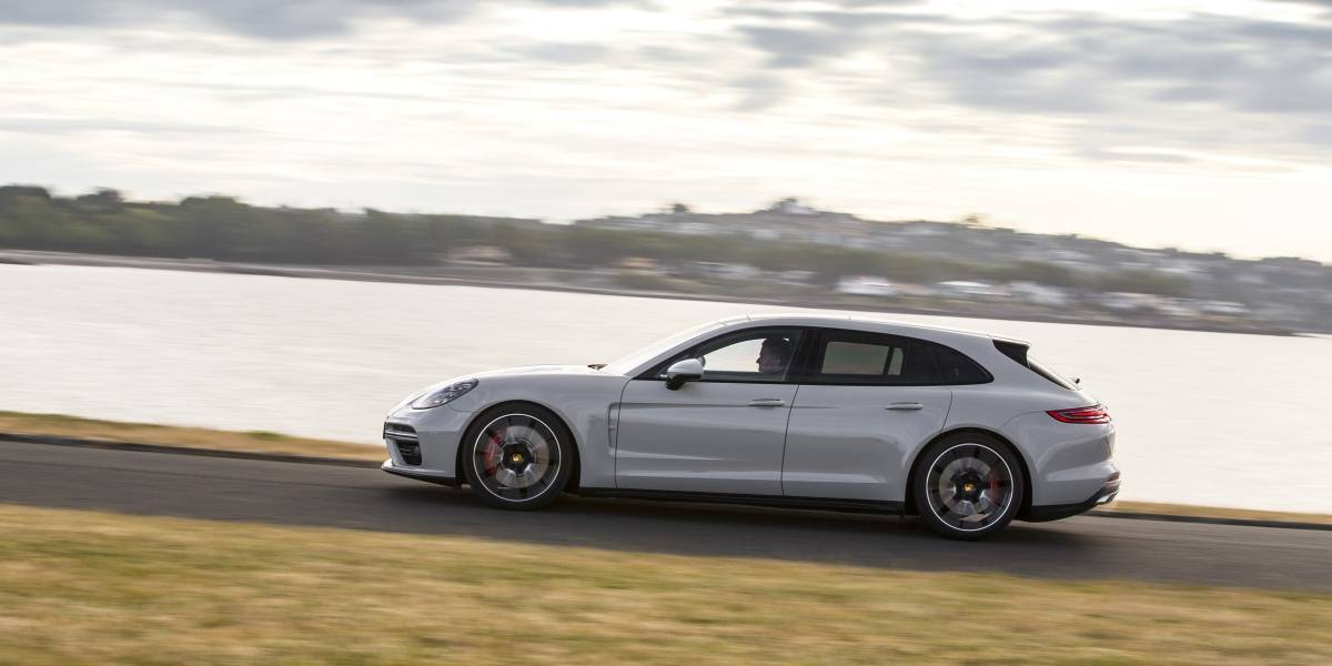 El Porsche Panamera Sport Turismo es el primer y atractivo lanzamiento del año