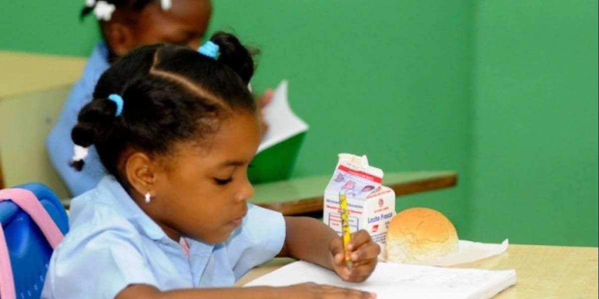 Denuncian aparición de gusanos en panes desayuno escolar en Navarrete