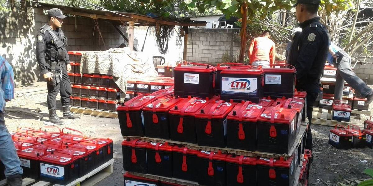 Fuerzas de seguridad recuperan cientos de baterías para vehículo que fueron robadas