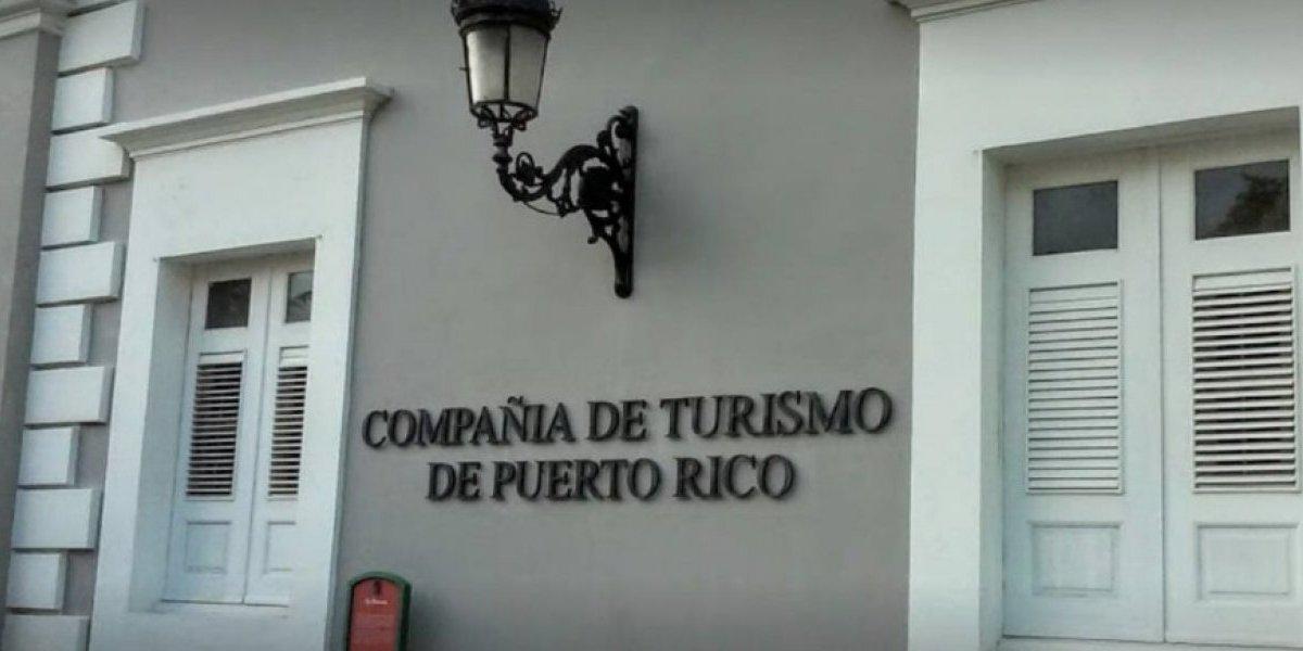A ley de la firma del gobernador, medida para devolver independencia a Turismo
