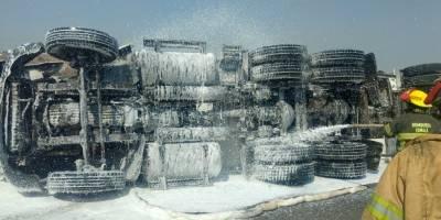 Pipa de Pemex volcó en el Nuevo Periférico en Tonalá