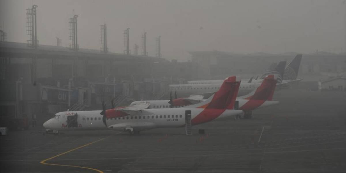 Suspenden vuelos en aeropuerto La Aurora por presencia de neblina