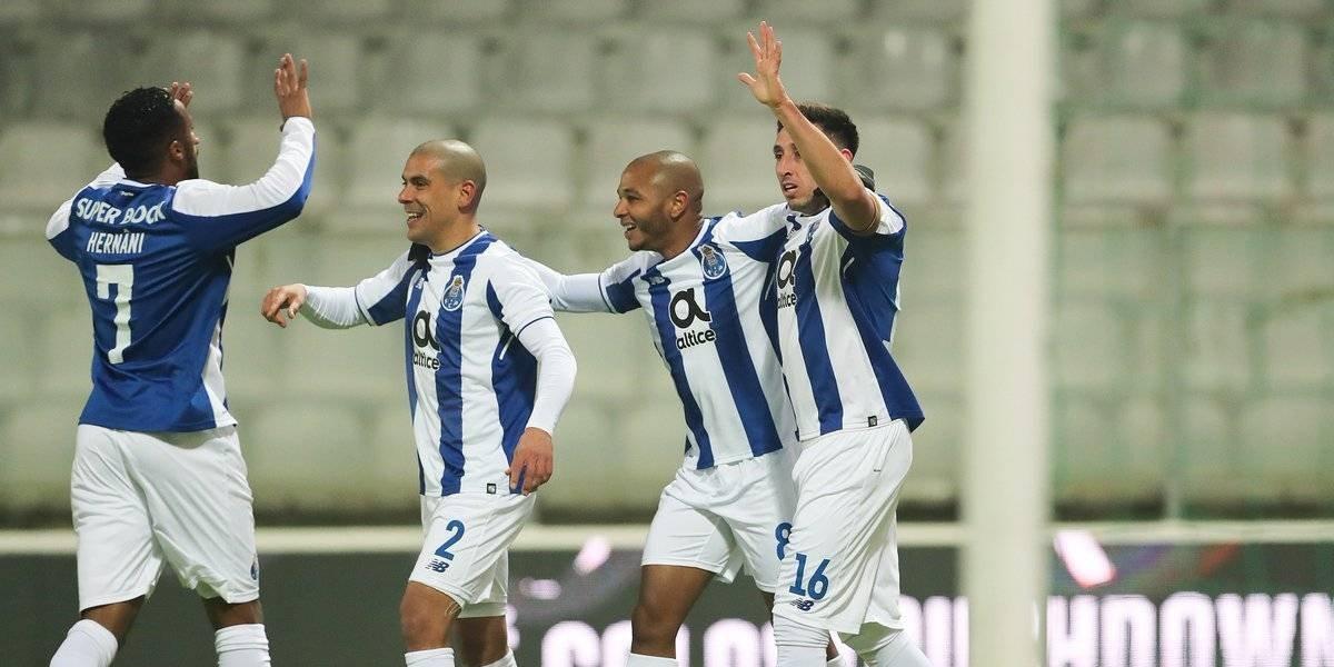Herrera y Layún dan triunfo al Porto en la Copa