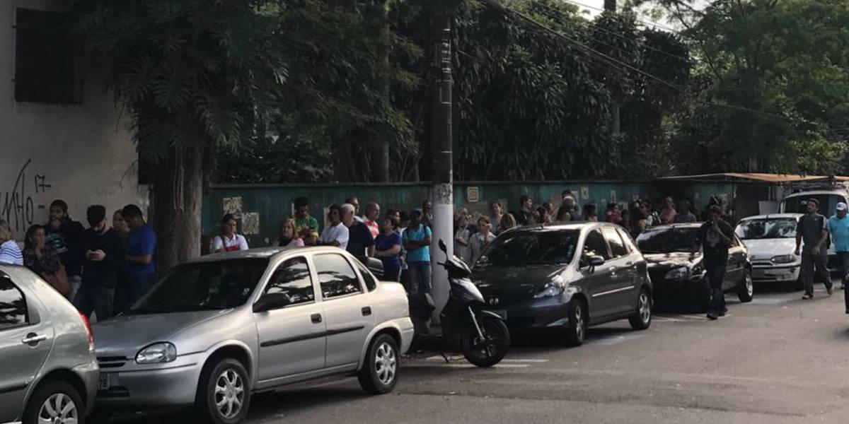 Preocupados com a febre amarela, paulistanos encaram longas filas