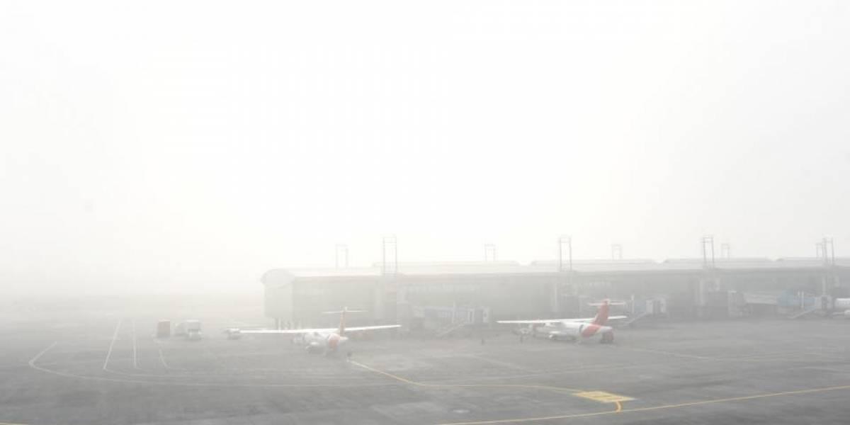 Suspenden vuelos en el aeropuerto La Aurora por presencia de neblina
