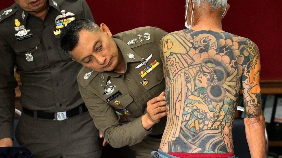 Detienen a exlider de la mafia japonesa Yakuza por sus tatuajes