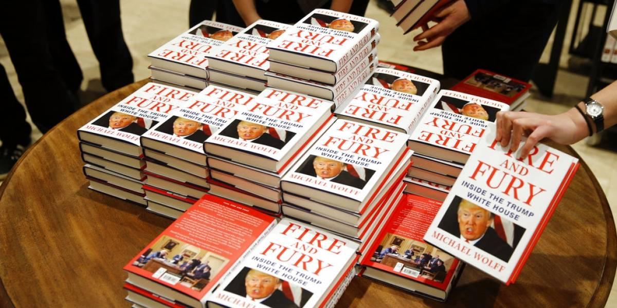 """""""¿Puede la gente ser tan tonta para confundir estos libros?"""": El otro """"Fuego y furia"""" que la rompe en ventas por error"""
