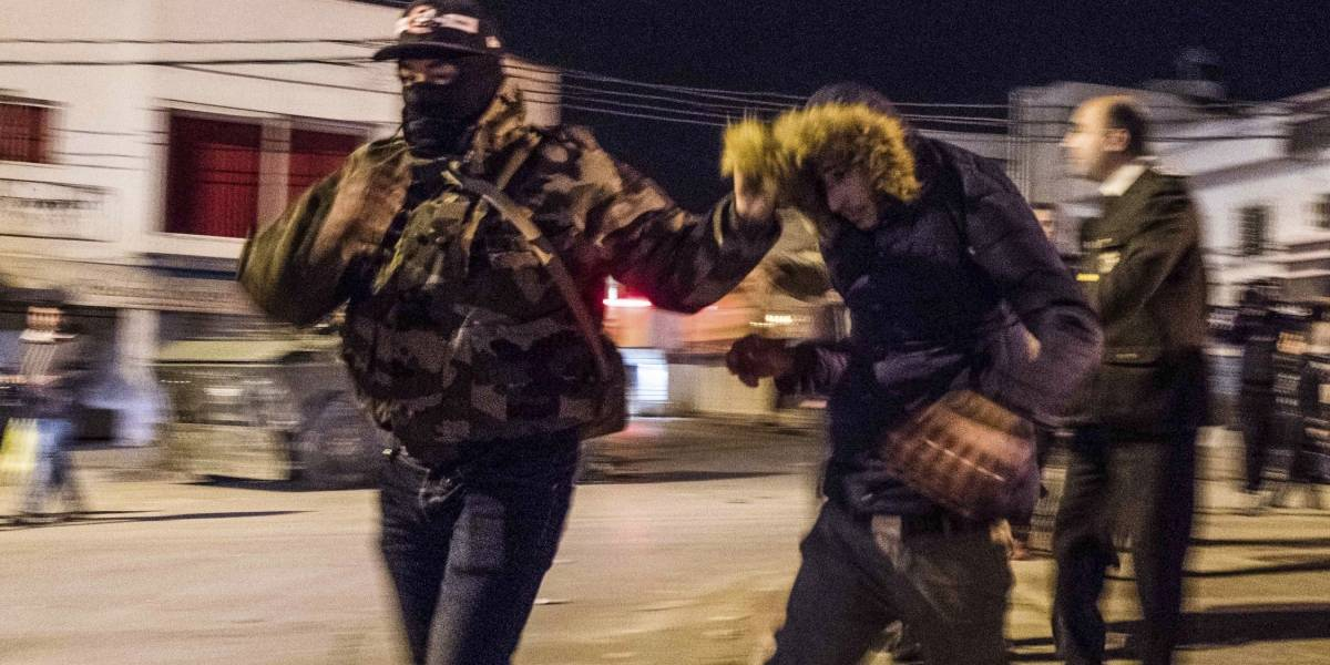 FOTOS. Tercera noche de disturbios deja cientos de detenidos en Túnez