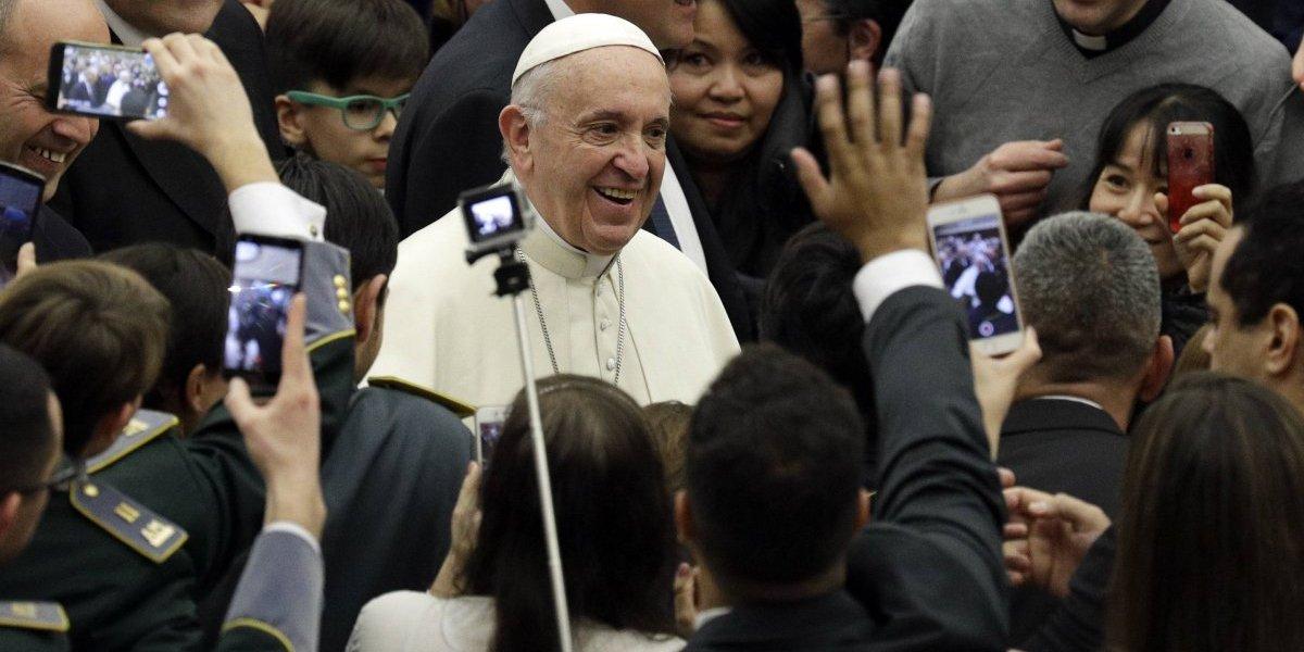 Francisco se reunirá con víctimas de dictadura chilena