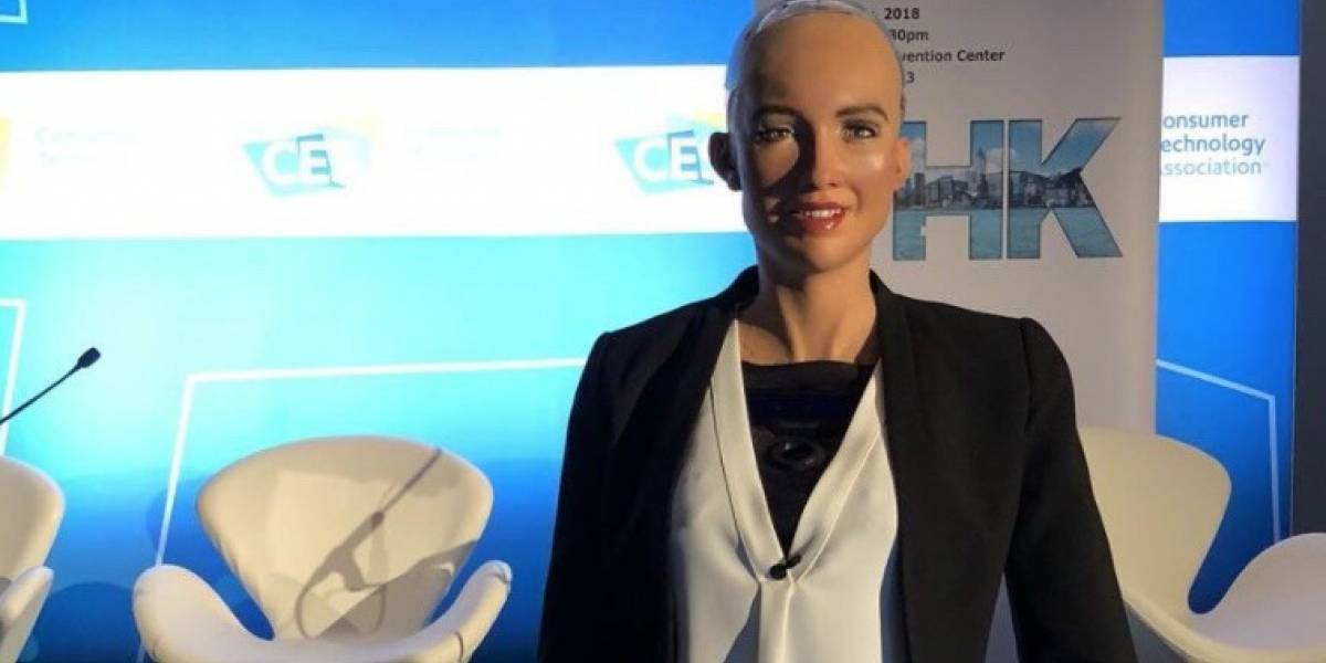 Sophia: la robot que prometió aniquilarnos ya sabe caminar