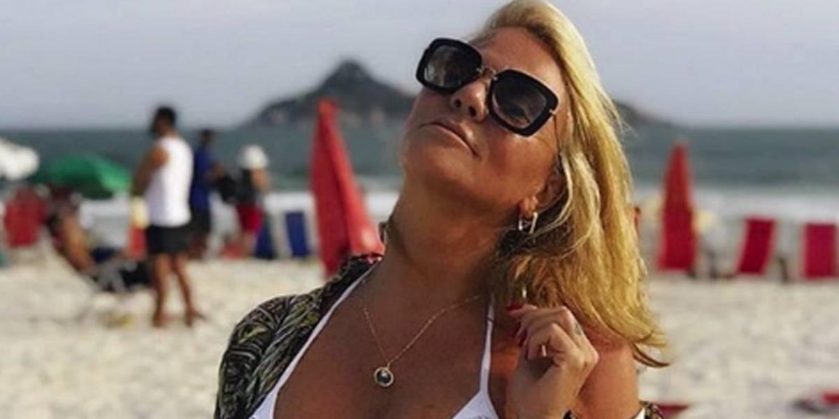 Família de sereias: mãe de Isis Valverde arrasa em foto de biquíni