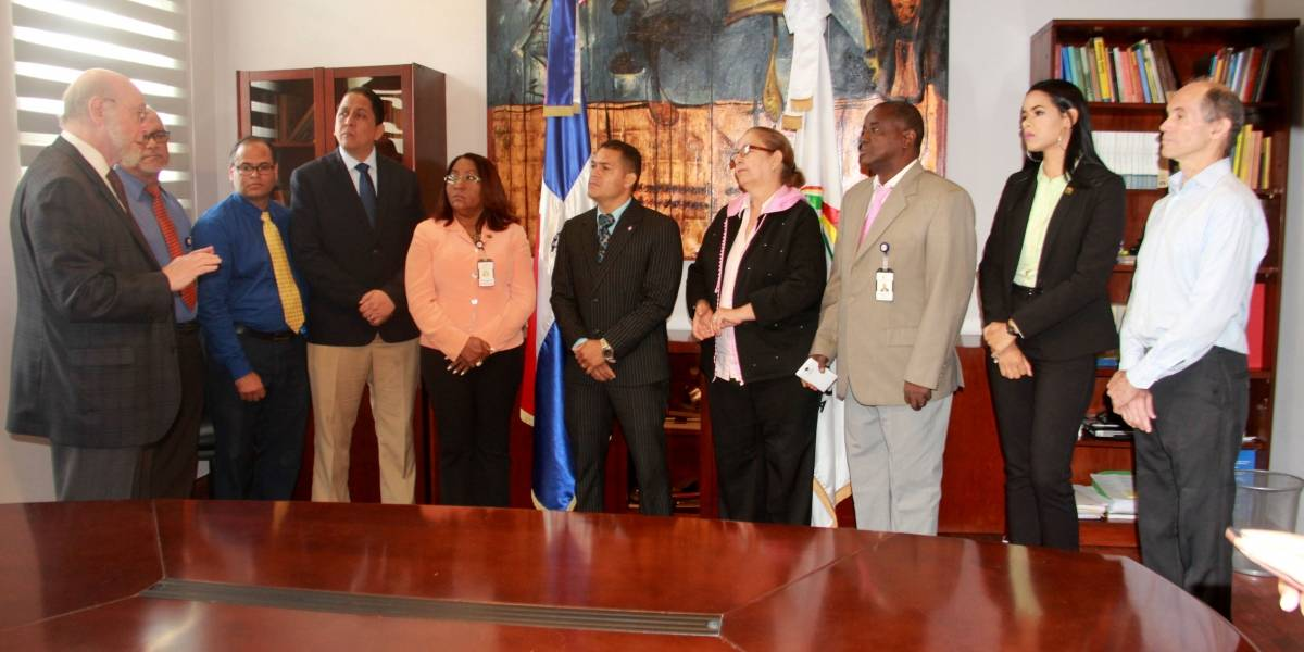 Ministro de  Cultura Pedro Vergés recibe visita Comité de Ética Pública