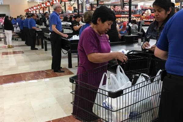 Retrocede confianza del consumidor