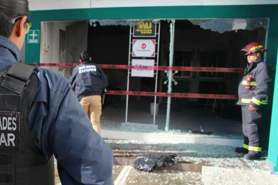 Asaltantes prenden fuego a banco con todo y trabajadores