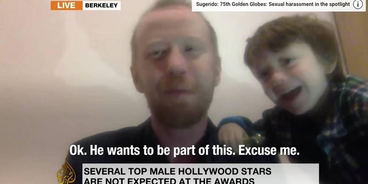 Criança interrompe pai em entrevista ao vivo à Al Jazeera