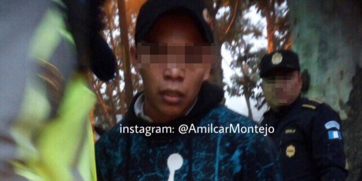 Peatones persiguen y detienen a hombre que habría asaltado bus en El Trébol, zona 11
