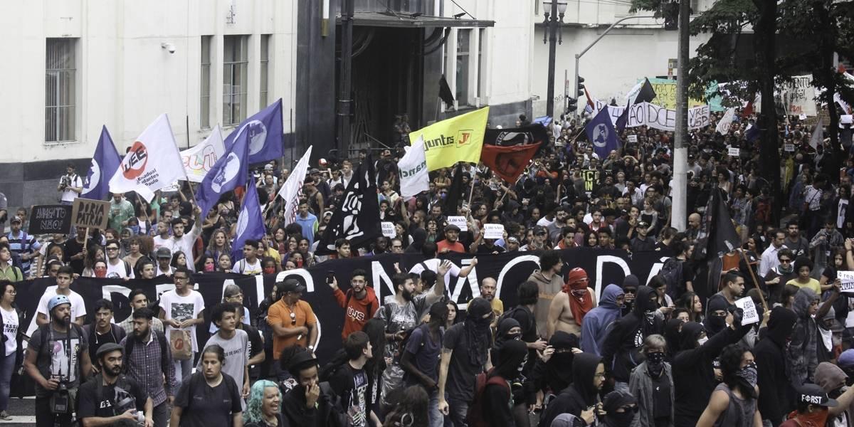 Manifestantes protestam contra aumento da tarifa do transporte em São Paulo