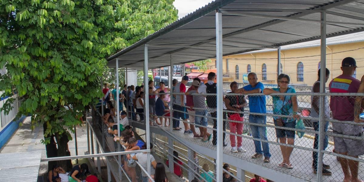 'Eu vou quebrar esse posto': morador se revolta na espera por vacina da febre amarela