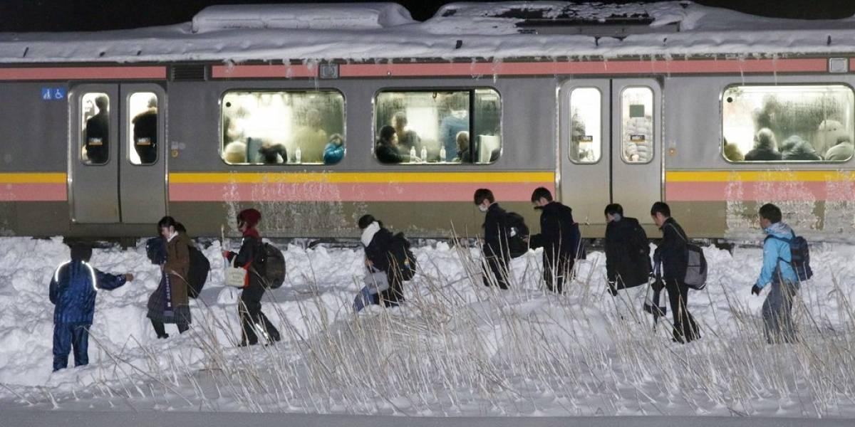 Más de 400 personas se quedaron atrapadas dentro de un tren en Japón debido a la nieve