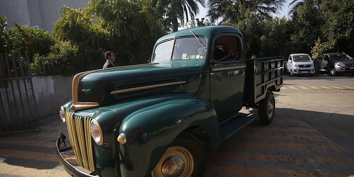 Restauran camioneta del padre Hurtado para que la use el Papa